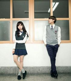 Regreso a clases (JungKook y tu) & temporada) - Gran Noticia! 💢🔫 from the story Regreso a clases (JungKook y tu) & temporada) by Korean Uniform School, School Uniform Outfits, Japanese School Uniform, Japanese Couple, Korean Couple, Korean Girl, 17 Kpop, Boys Uniforms, School Uniforms