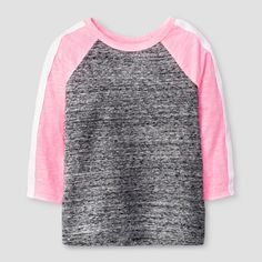 • Comfy baseball tee<br>• Versatile 3/4-length raglan sleeves<br>• Contrast collar and sleeves<br>• Sporty sleeve stripes<br><br>It's tee time! Fun days start with comfy clothes like the Toddler Girls' 3/4 Sleeve Raglan T-Shirt by Cat & Jack. This classic baseball tee gets a modern update with sporty sleeves and a fresh color scheme. Plus, it's guaranteed. Cat & Jack is made to last, bu...