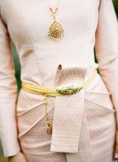 Thai wedding-- the dress! Thai Traditional Dress, Traditional Wedding Dresses, Traditional Fashion, Traditional Outfits, Thai Wedding Dress, Khmer Wedding, Thai Fashion, High Fashion, Model Kebaya
