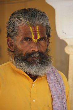 Amarelo yellow cores curiosidades hindu shutterstock_215555023