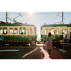 "fuchieh: "" #Kamakura #enoden #train #portrait #foiga #鎌倉 #江ノ電 #Leica #M240 #summilux21 #leicaimages """