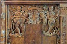 In de vlakken zien we o.a. de Hollande Leeuw en de dubbele adelaar van Naarden, beide geflankeerd door twee engelen.