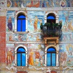 The crooked balcony / Il balcone sbilenco | Flickr –