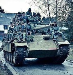 Wow ❤️ The picture is from world germansoldier warphotography instahistory war secondworldwar soldier history wwii ww worldwar Ww2 Pictures, Ww2 Photos, German Soldiers Ww2, German Army, Ww2 History, Military History, Panther Panzer, Tank Wallpaper, Germany Ww2