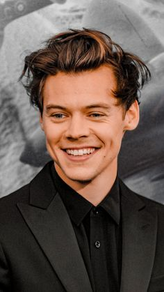 "harrystylesdaily: ""Harry Styles at the New York premiere of 'Dunkirk', July "" Harry Styles Cute, Harry Styles Pictures, Harry Edward Styles, Harry 1d, Rebecca Ferguson, Mr Style, Nicole Scherzinger, Liam Payne, Louis Tomlinson"