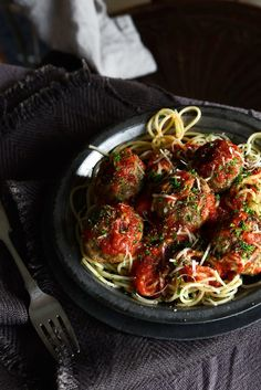 From The Kitchen: Roman Holiday Spaghetti and Meatballs with Rich Tomato Sauce Pasta Recipes, Cooking Recipes, Healthy Recipes, Italian Dishes, Italian Recipes, Pesto, Great Recipes, Favorite Recipes, Spaghetti And Meatballs