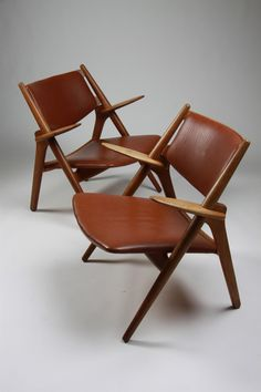 Hans Wegner; Oak and Leather 'Sawbuck' Chairs for Carl Hansen, 1950s.