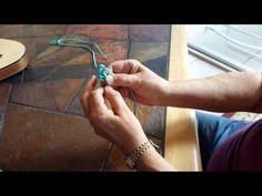This tutorial shows how to make a simple ukulele hanger using 24 inches of paracord. Hanging an ukulele is a convenient way to keep it out of harm's way. Ukulele Chords Songs, Cool Ukulele, Bass Ukulele, Ukelele, Guitar Hanger, Guitar Wall, Ukulele Straps, Music Classroom, Learning