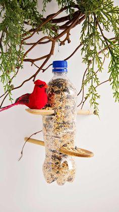 Plastic Bottle Art, Reuse Plastic Bottles, Diy Bottle, Recycled Bottles, Diy Wine Bottle Bird Feeder, Easy Plastic Bottle Crafts, Plastic Recycling, Plastic Craft, Diy Crafts For Kids