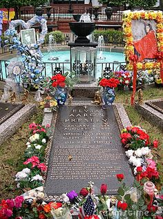 """Aug 16, 1977: Elvis Presley dies in Memphis, Tennessee. He was 42. The death of the """"King of Rock and Roll"""" brought legions of mourning fans to Graceland, his mansion in Memphis. - © Artdirection 