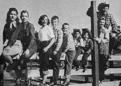 """Roy Roger's family   ... Roy """"Dusty"""" Rogers, Sandy, Dodie, Debbie, Dale, and behind Dale is Roy"""