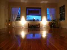 Amazing home yoga studio: it's all a matter of how you use the space and a good use low lighting.
