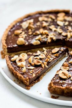 This is the only Nutella tart recipe you will ever need. It's made of a rich hazelnut crust and a simple, super dreamy creamy Nutella filling. Soft Chocolate Chip Cookies, Chocolate Desserts, Chocolate Hazelnut, Best Chocolate Cake, Chocolate Tarts, Chocolate Pudding, Tart Recipes, Sweet Recipes, Pie Dessert