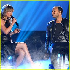 2014 CMT Music Video Awards - John Legend and his pal Jennifer Nettles join together for a performance at the CMT Music Awards.