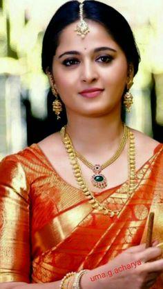 Ever gorgeous Anushka Shetty Beautiful Girl Indian, Most Beautiful Indian Actress, Beautiful Saree, Beautiful Actresses, Bridal Sarees South Indian, Indian Bridal, Indian Sarees, Silk Sarees, Actress Anushka