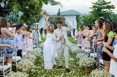 O casamento da Juliana e Sérgio é do tipo que não dá vontade de parar de ver as fotos. Em cada uma você descobre mais um detalhe lindo que soma mais e mais no resultado…