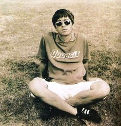Find images and videos about god, oasis and noel gallagher on We Heart It - the app to get lost in what you love. Oasis Live Forever, Oasis Band, Liam And Noel, Paul Weller, Noel Gallagher, Across The Universe, Britpop, Playing Guitar, Rock Music