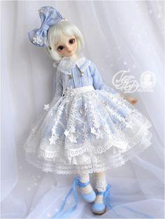 """deisdollhouse:   . t w i n k l e . . t w i n k l e .  New msd OOAK twin sets """"Twinkle Twinkle"""" [blue version]*dress*tulle underskirt*star lace apron*headbow"""
