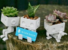 Adorable Robbie and Bird 3D printed planters in sandstone designed by @xyzworkshop: http://shpws.me/vZ3D