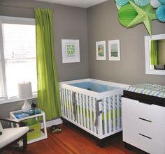 chambre-de-bébé-moderne-mur-gris-rideau-vert-decoration-originale