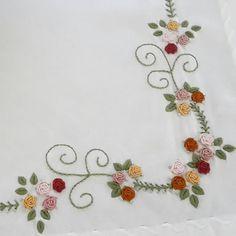 Fotoğraf açıklaması yok. Brazilian Embroidery Stitches, Hand Embroidery Art, Learn Embroidery, Ribbon Embroidery, Embroidery Patterns, Creative Crafts, Diy And Crafts, Happy Flowers, Bargello