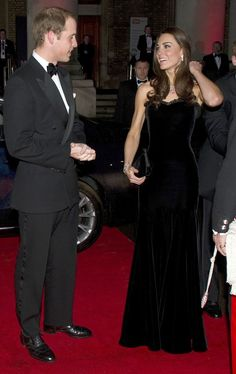 20 Times Prince William Was Obsessed With Kate Middleton Kate Middleton Outfits, Princess Kate Middleton, Kate Middleton Photos, Kate Middleton Style, Prince William Family, Prince William And Catherine, Principe William Y Kate, Reine Victoria, Gown Photos
