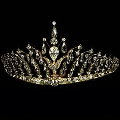 A very important antique yellow gold tiara with briolette cut diamonds. France, 1850. Now in an important private collection.