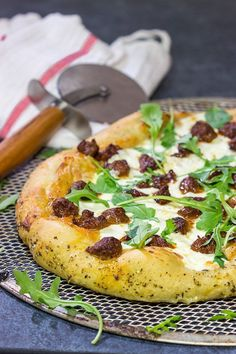 Mix up pizza night! This Italian Sausage and Alfredo Pizza features a delicious alfredo sauce base topped with juicy Italian sausage and fresh arugula! Best Food Photography, Sports Food, Yummy Food, Delicious Meals, Yummy Treats, Party Food And Drinks, Food Obsession, Great Appetizers, Easy Dinner Recipes