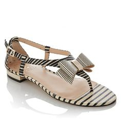 The perfect sandal for a chic summer look! These comfy sandals can be worn anywhere - where will you take them out?