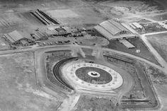 Aeródromo de Techo y monumento a Banderas, vista aérea en 1930. Spanish Pronunciation, Santa Fe, Old Photos, City, Plaza, Google, Blog, The World, Bogota Colombia