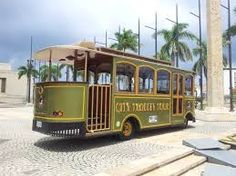 """Novedoso en la bahía. Este """"trolley"""" es una opción creativa para el transporte de sus invitados. Conexión Cartagena lo hace posible. Image, Cartagena, Transportation, Fotografia"""