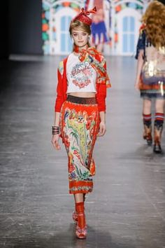 Anna Sui at New York Fashion Week Spring 2017 - Runway Photos Anna Sui, Vs Fashion Shows, Fashion Week, Cute Lounge Outfits, Outing Outfit, Modest Outfits, Modest Clothing, Spring Summer Fashion, Cool Style