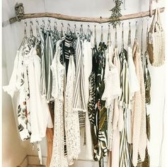 ▷ 1001 ideas for dressing room furniture that will decorate your .- Make your own dressing room cheap, clothes rail made of driftwood, hanging clothes in white color and small wicker bag - Home Accessories Stores, Room Decor For Teen Girls, Clothes Rail, Cheap Clothes, Diy Clothes Rack, Hanging Clothes Racks, Diy Casa, Easy Home Decor, Home Decoration