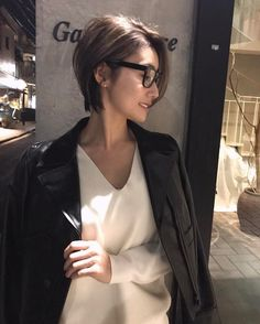 Pin on Hair Asian Short Hair, Short Brown Hair, Asian Hair, Short Hair Cuts, My Hairstyle, Pretty Hairstyles, Medium Hair Styles, Short Hair Styles, Short Hairstyles For Women