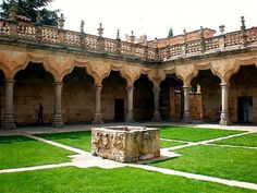 The courtyard of one of the University of Salamanca's buildings... once watched The Life Aquatic with Steve Zissou here from a laptop.