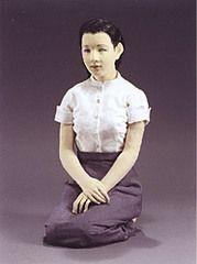 先日の水曜(22日)、東京銀座の松屋で催されている『与勇輝 人形芸術の世界』を観て来ました。 与勇輝(あたえゆうき)さん。知ってる人には今さら説明の必要は無いと思いますが、東映映画「鉄道員(ぽっぽや)」やNHKテレビ小説「天うらら」、テレ朝「徹子の部屋」のセットに登場した人形を...