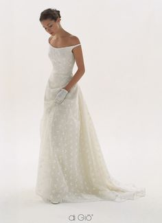 Le Spose Di Gio, pretty elegant neckline