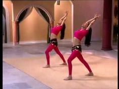 Bellydance Workout Fat Burning These ladies are awesome. The routines get a little repetitive but the drills are effective and meant to acclimate your body to movements that feel uncomfortable at first. Belly Dancing Videos, Belly Dancing Classes, Pole Dancing, At Home Workout Plan, At Home Workouts, Belly Dance Lessons, Danza Tribal, Belly Fat Workout, Workout Diet
