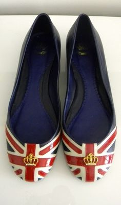 Union Jack flats! I'm not into shoes but I'd kill the Wicked Witch of the West for these. ;-)