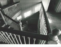 Grey Gardens: The main staircase as seen from the second floor. Edie Bouvier Beale, Edie Beale, Edith Bouvier, Grey Gardens House, Gray Gardens, Things To Think About, Old Things, Truth To Power, East Hampton