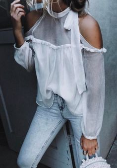 summer outfits White Cold Shoulder Blouse + Bleached Skinny Jeans cute outfits for girls 2017 Mode Outfits, New Outfits, Fall Outfits, Summer Outfits, Casual Outfits, Fashion Outfits, Jeans Fashion, New Outfit Ideas, Party Outfit Summer