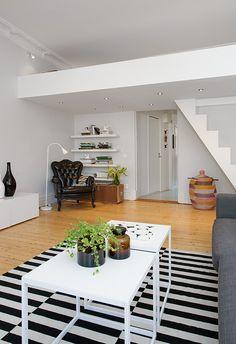 Para despedir la semana no he podido evitar compartir este loft, os podría decir que el loft es ideal para pequeños espacios ya que su dobl...