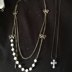Bundle 2 necklaces White pearls pic cannot show that, cross pendant, worn once, no longer use selling Forever 21 Accessories