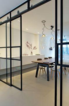 I like this a lot! Interior Barn Doors, Interior And Exterior, Door Design, House Design, Steel Doors And Windows, Modern Sliding Doors, Home Living, Interior Styling, Interior Design