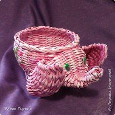 Поделка изделие Вязание крючком Плетение розовый слон Бумага газетная Пряжа фото 1
