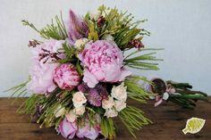 ram novia peonias  Bridal bouquet