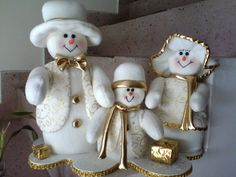 Pin by Mary Griffin on felt snowmen Felt Christmas Decorations, Snowman Decorations, Christmas Centerpieces, Christmas Snowman, Christmas Ornaments, Felt Snowman, Snowman Crafts, Felt Crafts, Soft Sculpture