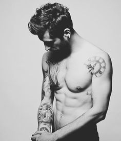 black-and-white-man-with-tattoos