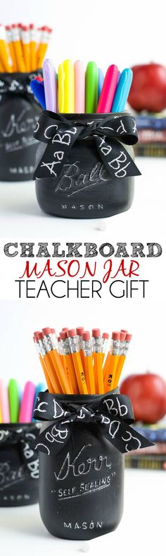 DIY Chalkboard Mason Jar Teacher Gift by Michaels Makers A Pumpkin And A Princess (Diy Projects Mason Jars) Diy Back To School Supplies, Back To School Crafts, Chalkboard Mason Jars, Diy Chalkboard, Summer Chalkboard, Chalkboard Classroom, Chalkboard Drawings, Chalkboard Lettering, Pot Mason Diy