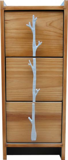 Meuble 3 tiroirs en Pin massif poignées motifs organiques